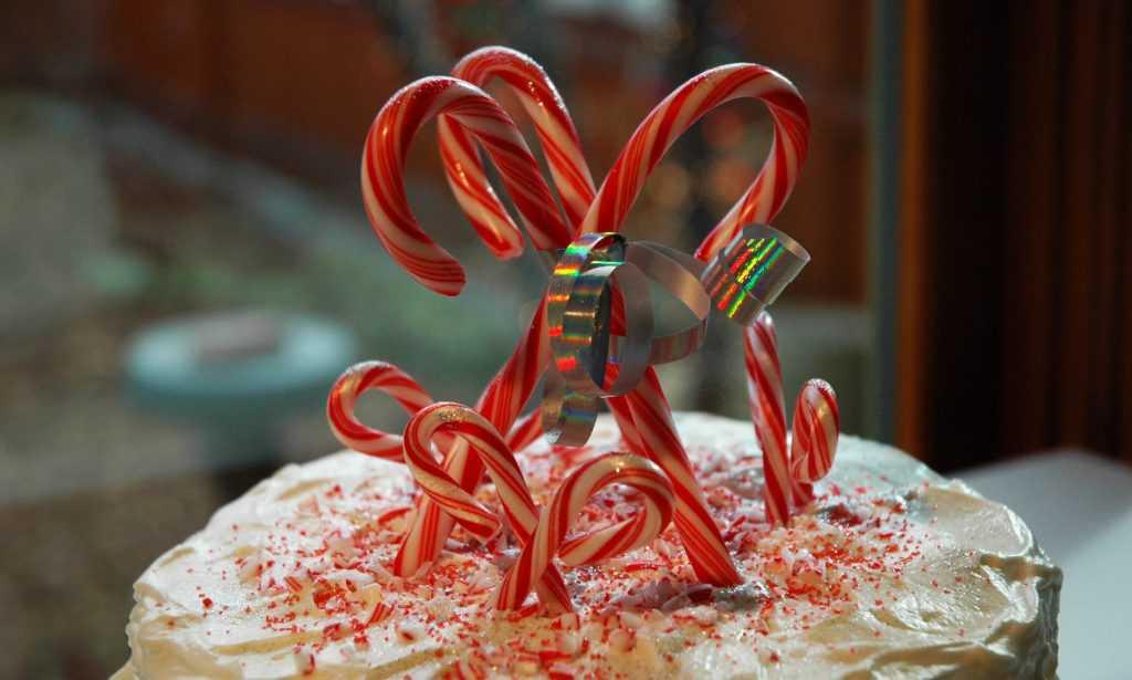 postres navideños candy-cane-cake
