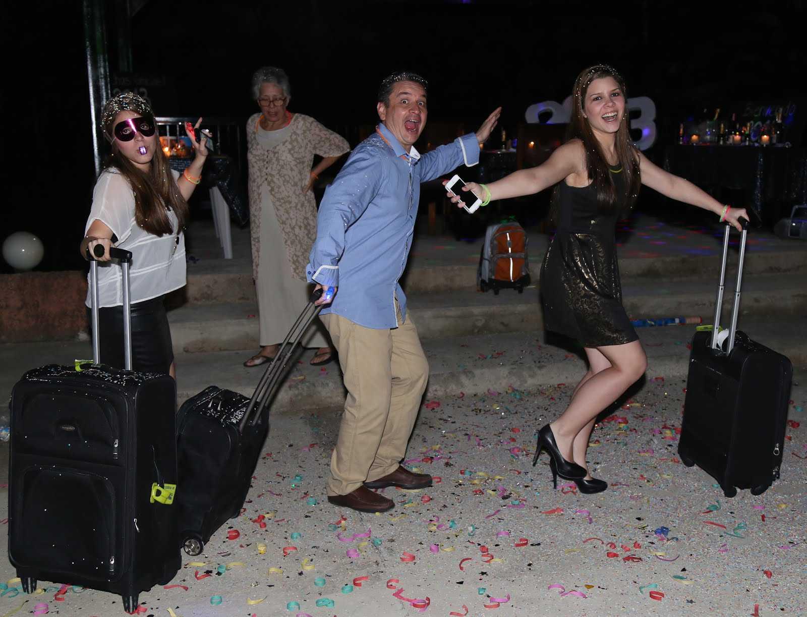 tradiciones año nuevo maleta